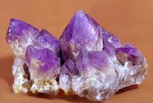 Unique mineral specimens, raw gems jewelry, gem deposits information