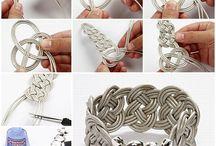 braccialetti e orecchini