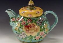 Teapots / Teapots of all sizes, shapes and colors!
