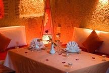 """Carina - Charming Riad Marrakech / Riad Carina ist in einem charmanten und traditionellen """"Berber-Stil"""" erbaut und dekoriert. Die verwendeten Materialen reichen von Naturstein und gebrannten Ziegeln bis hin zu Terrakotta und Holz. Seien Sie zu Gast im Riad Carina und genießen Sie die Eindrücke des traditionellen Marokko."""