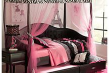 Paige's bedroom / Decorating ideas - pretty little girls bedroom with with black furniture