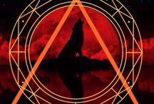 Couverture de ma fiction Lune rouge disponible en lecture gratuite sur wattpad / Lune rouge est le tome 1 de Lune noire