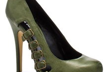 amazing shoes i'll never wear / by Suzanne Rickard