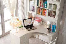 skrivbord med skåp uppe