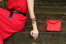 Acessórios Poderosos / Looks com acessórios que agregam informação de moda e detalhes importantes para definir uma produção bela e de muita atitude.
