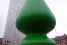 Paul McCarthy / La sculpture de Paul McCarthy place Vendôme, un arbre de Noël 17 oct 2014