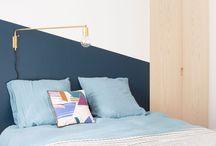 La déco bleu marine a la cote ! / Présenté comme le nouveau noir, le bleu marine ancre nos intérieurs dans la tendance. En total look dans une pièce, sur un seul pan de mur ou en subtiles touches déco, le bleu marine est LA couleur de cette année !