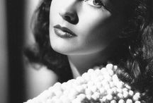 "Vivien Leigh / The real ""English rose"" ... beauty and talent and aura of melancholy .It all adds up to the image of the actress somewhat forgotten today. her picture accompanied me for almost 40 years, when with the flushed face for the first time in the cinema I watched ""Gone with the Wind."""