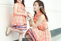 Mothers and daughters same style / Mothers and daughters showing outfit ideas