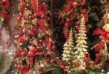 """Rode kerstversiering / Rood vind ik de """"echte"""" kerstkleur. Kijk hier naar mooie rode sfeervolle kerstversiering."""