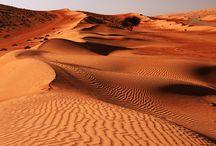 Oman / L'oro dell'Oman è il suo stesso paesaggio. Deserti di una bellezza struggente, insenature lambite da acque cristalline, oasi suggestive nascoste tra le rocce. Questo paradiso naturale è una meta poco battuta e proprio per questo prodiga di grandi soddisfazioni per il viaggiatore, che si ritrova a vivere un contesto autentico, lontano dagli eccessi.