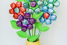 Mother's Day Gifts / DIY Mother's Day gift ideas. Crafters and chocolate lovers welcome.