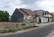 Tanah dijual dekat UGM, tepi Jl. Lempong sari [ jagadproperty.com ] / Tanah Tepi Jalan Lempong Sari Spesifikasi :  SHM [ 2 sertifikat ] Luas Tanah        :  666m + 81m Lebar depan            : 19 m Hadap Barat Sudah Pondasi Keliling  Harga : 4jt/m nego