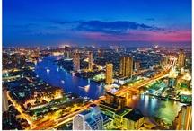 Stopover Bangkok / Bangkok ist eine der kosmopolitischsten, kontrastreichsten und vor allem überzeugendsten asiatische Städte. Eine ewig pulsierende Metropole, intensiv auf der ersten, süchtig nach der zweiten Bangkok Tour. Glänzende Paläste, blendende Tempel, Bangkok Hotels jeder Klasse und Größe, eklektische Märkte, gigantische Shopping Malls, ein berühmtes Nightlife Bangkok und viele Dinge dazwischen. #Stopover Bangkok. http://www.kombireise.eu/metropole/bangkok