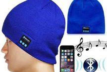 Bluetooth Muts / Door de ingebouwde speaker in deze leuke bluetooth muts, luister je eenvoudig naar de leukste muziek,  waar je ook bent. Te gebruiken voor het handsfree praten aan de telefoon. In het bijzonder tijdens het rijden, fietsen en werk. En tevens heb je gelijk lekkere warme oren!   Zet hem op je hoofd, sluit je apparaat aan, en genieten maar!