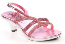 Girls Party Shoes / Girls Party Shoes are light weighted and stylish suits best to dress up in pretty outfits to be worn in parties, provides them leverage to be the center of attraction in the parties.