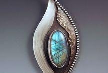Inspiratie Zengems / Hoe kun je beter inspiratie opdoen voor je zengems dan door naar echte 'gems' te kijken? Een bord vol met edelstenen.