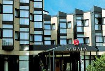 H+ Hotel Köln Brühl / Das H+ Hotel Köln Brühl (ehemals Ramada Hotel Brühl-Köln) liegt vor den Toren von Köln und ist der ideale Ausgangspunkt für Ihren Ausflug in das Phantasialand Brühl oder einen ausgiebigen Citytrip nach Köln.