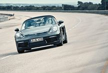Prueba del Porsche 718 Boxster / Este #Porsche718Boxter sigue un proceso de exhaustivas pruebas hasta que está listo para llegar a las manos de un apasionado conductor.