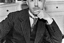 Louis de Broglie / Louis Victor de Broglie, prince, puis duc de Broglie (15 août 1892 à Dieppe, France - 19 mars 1987 à Louveciennes, France) est un mathématicien et physicien français. À seulement 37 ans, il devient lauréat du prix Nobel de physique de 1929 « pour sa découverte de la nature ondulatoire des électrons »