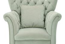 Czas na relaks. Przegląd foteli. / Fotel, to duży i reprezentatywny mebel, więc powinien być starannie dobrany, tak by pasował do całej stylistyki wnętrza. Może stanowić ciekawy element będący akcentem kontrastującym z pozostałymi meblami lub stanowić ich dopełnienie. Prezentujemy 12 najlepszych foteli dla miłośników dobrej lektury, którzy w wygodnej pozycji oddają się swojej pasji. Zebrała: Justyna Majkowska, Fot. Serwisy firm