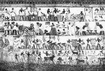EGYPTE / grafversiering / THEBAANSE SCHILDERKUNST ( eerste helft 18de dynastie ) Regeringsfunctionarissen laten zich in rotsgraven begraven in Thebe waarvan de binnenkant versierd werd .Taferelen gaan over het dagelijks leven met aandacht voor de activiteiten van de eigenaar, begrafenisrituelen en het hiernamaals . 1/ Graf van MENNA ( land out en visvangst...) 2 / Graf van NAKHT ( Bewerking van het graan, bankettafereel, jacht in het moeras...) 3 / Graf van SENNEFER ( plafond..) 4 / Graf van NEBAMUN ( groep muzikanten en dansers en jacht in het moeras..) 5 / Graf van REKHMIRA ( tafereel van het grafbanket...) 6 / Graf van QENAMUM ( twee jongelingen met pijlen....) LECTUUR ; 1.Het Oude Egypte.Knack we.Focus 2000 2. Onder het oog  van de zonnegod Marleen Reynders. 3. Capitool reisgidsen  Egypte