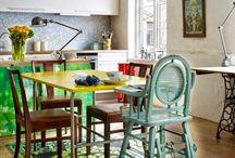 Цветной винтаж / В этой квартире в Осло периодически организовывают дни открытых дверей потому что практически все в этом интерьере можно купить!