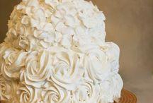 Wedding Cakes / by Cynthia de la Garza