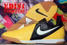 sepatu futsal nike / jual sepatu futsal nike dengan harga murah, berkualitas, model terbaru hanya di kiossepatufutsal.com