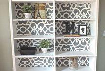DIY au pochoir - stencil / Des projets #DIY et brico ? On en mange :D Savais-tu qu'on propose toujours au moins un #DIY original à chacune des familles qu'on accompagne pour l'inspirer à créer un décor qui lui ressemble ? Dans ce tableau, pars à la découverte de tonnes d'idées fait au pochoir. - Rejoins gratuitement la #TribuCréative pour encore + d'inspiration ! => tandemcodesign.com/infolettre #stencil #pochoir #déco décoration, idées diy, do it yourself