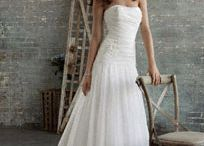 wedding gowns / by Marilyn Herrarte
