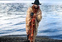 Colección Invierno14 - Esquel / El maravilloso paisaje natural de Esquel, en la provincia de Chubut, es la inspiración que vio nacer la campaña Invierno 2014 de Cardón. La nueva colección potencia el concepto de elegancia funcional, incorporando lo rústico y la sofisticación artesanal.