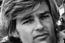 DEAN REED / Dean Cyril Reed (* 22 szeptember 1938 in Denver , Colorado , † 13 június 1986 in Zeuthen , Brandenburg ) volt egy amerikai színész , énekes , forgatókönyvíró és rendező . Elején az 1960-as években is tartották a latin-amerikai tini bálvány. 1966-ban elindította a második karrier a Szovjetunióban élt 1973-tól, mint egy közismert szocialista az NDK-ban . http://de.wikipedia.org/wiki/Dean_Reed https://www.facebook.com/DeanReedsDead