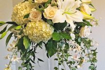 large and small floral arrangements for weddings