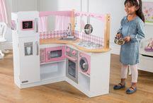 Kidkraft Italia / spirare le giovani immaginazioni attraverso l'innovazione e l'esplorazione. Circa 50 anni fa Kidkraft iniziò con l'idea di ispirare il gioco immaginativo attraverso giocattoli e accessori per bambini. Da quegli umili inizi, l'azienda si è ampliata diventando globale, conosciuta per le sue vincenti case delle bambole e gioco cucine. Oggi i prodotti Kidkraft sono venduti in più di 90 paesi da parte di oltre 29.000 venditori in tutto il mondo.