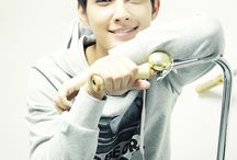 Aaron Yan / My heart: HES SO GORGEOUS AND Aaaahahahhdhs *fangirls*  MY brain: He speaks English.....