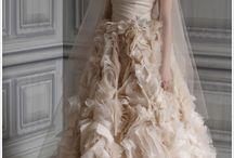 Wedding Dresses / by Taylor Ceron (Hoosan)