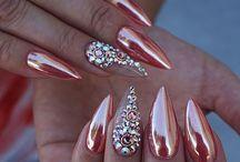 Metallische Nägel
