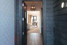 Foyers / Front entrances