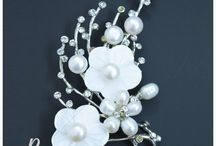 Pearl Saree Pin in Cute Mother of Pearl Flowers
