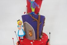 Alice i W cake