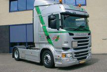 Trucks / HebraGTO is gevestigd in Rotterdam. Vanuit dit punt worden dagelijks de 110 trekkende eenheden aangestuurd door onze medewerkers. Op de zelfde locatie bevind zich ook de garage waar het onderhoud aan onze auto's verricht word, zodat deze veilig de weg op kunnen. Ook beschikken wij over een parkeerterrein bij ons kantoor en een parkeerterrein in Zierikzee (Zeeland), waar wij de gelegenheid hebben om een aantal van onze auto's op een afgesloten terrein te kunnen parkeren.