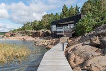 Laiturit / Docks / Bryggor / Laiturit, terassilaiturit, pihaideat, rantarakentaminen, saaristo, rantakalliot, loma-asunnot, mökkipiha