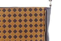 LABPAD VELOURS / Shoulder bag practical also as an ipad holder. The shoulder strap is adjustable and can turn into a shoulder bag.
