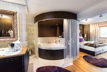 HOTEL WINZER WELLNESS & KUSCHELN / Das **** Hotel Winzer Wellness & Kuscheln ist ein familiär geführtes Hotel, wo Träume wahr werden. Genießen Sie die gemütliche Atmosphäre in unserem Haus, eingebettet in die ländliche Idylle des Salzkammerguts, mit grünen, saftigen Wiesen und einem herrlichen Blick über den Attergau.