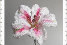 Tığişi işi çiçek