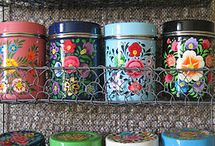 Vintage Tins / I collect vintage tins and I want these !