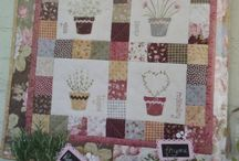 isacountryquilt / patchwork, punchneedle, rug hooking, broderie,coussins, poupées