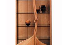 Шкафы и витрины / Мебель для хранения: платяные и книжные шкафы, стеклянные витрины для посуды и демонстрации коллекций.