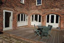 Nasze realizacje - Dom w Gainsborough w Wielkiej Brytanii / Przedstawiamy Wam kolejną z naszych realizacji. Tym razem przenosimy się do Gainsborough w Wielkiej Brytanii. Jak podoba Wam się przytulny i trochę rustykalny styl tego wnętrza? :) Sokółka Okna i Drzwi.